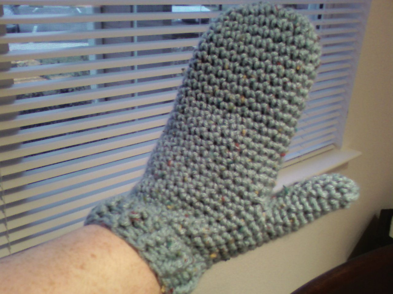 Easy crochet mittens this free pattern is vintage but very easy.